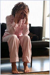 Il dolore urgente nel fondo di uno stomaco dà a un passaggio di dorso e di vita